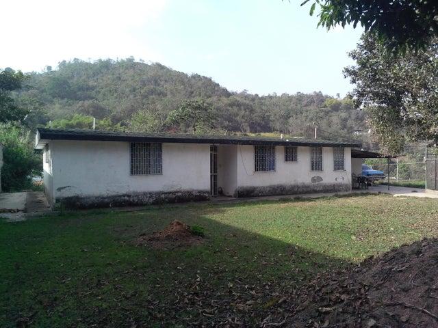 Casa Miranda>Los Teques>Los Montes Verdes - Venta:47.000 Precio Referencial - codigo: 15-5856