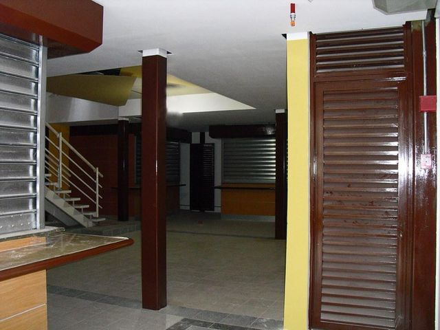 Local Comercial Distrito Metropolitano>Caracas>Cementerio - Venta:3.053.000.000 Precio Referencial - codigo: 15-6152