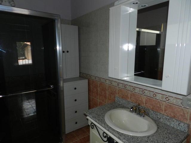 Casa Distrito Metropolitano>Caracas>Santa Paula - Venta:117.501.000.000 Bolivares - codigo: 15-6210