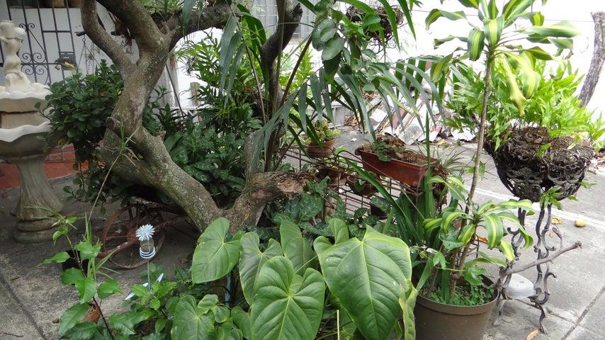 Casa Distrito Metropolitano>Caracas>La Trinidad - Venta:62.594.000.000 Precio Referencial - codigo: 15-6375