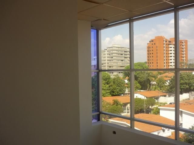 Local Comercial Lara>Barquisimeto>Zona Este - Venta:16.151.000.000 Bolivares - codigo: 15-6533