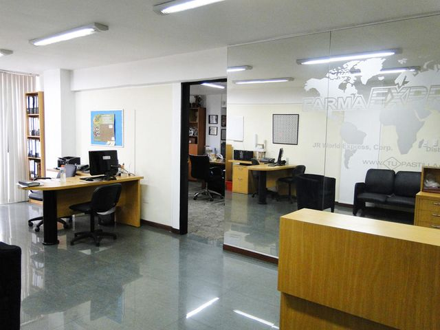 Local Comercial Distrito Metropolitano>Caracas>Los Caobos - Venta:244.290.000.000 Precio Referencial - codigo: 15-6506