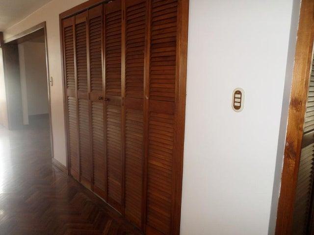 Apartamento Distrito Metropolitano>Caracas>Cumbres de Curumo - Venta:31.684.000.000 Bolivares Fuertes - codigo: 15-6596