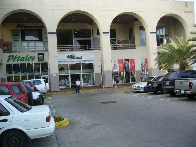 Local Comercial Nueva Esparta>Margarita>Los Robles - Venta:47.001.000.000 Bolivares - codigo: 15-6597