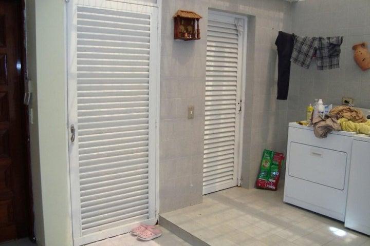 Casa Distrito Metropolitano>Caracas>Colinas de Vista Alegre - Venta:222.420.000.000 Precio Referencial - codigo: 15-6713
