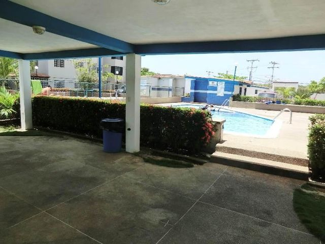 Apartamento Miranda>Higuerote>La Costanera - Venta:34.664.000.000 Precio Referencial - codigo: 15-6894