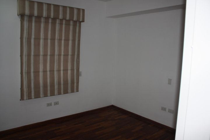 Apartamento Distrito Metropolitano>Caracas>El Rosal - Venta:68.151.000.000 Bolivares Fuertes - codigo: 15-6855