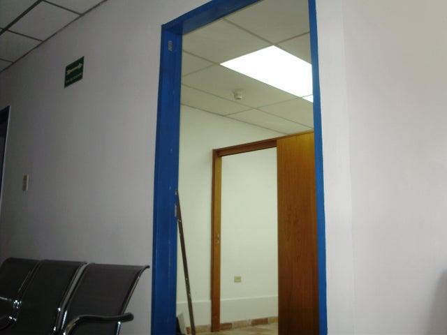 Oficina Miranda>Los Teques>Municipio Guaicaipuro - Venta:1.048.000.000 Bolivares Fuertes - codigo: 15-6911