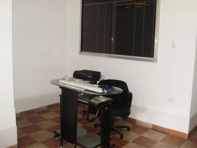 Oficina Miranda>Los Teques>Municipio Guaicaipuro - Venta:3.588.000.000 Precio Referencial - codigo: 15-6915