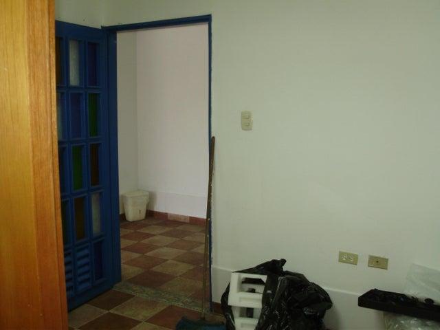 Oficina Miranda>Los Teques>Municipio Guaicaipuro - Venta:438.000 Precio Referencial - codigo: 15-6915