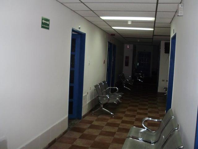 Oficina Miranda>Los Teques>Municipio Guaicaipuro - Venta:11.665.000 Precio Referencial - codigo: 15-6923