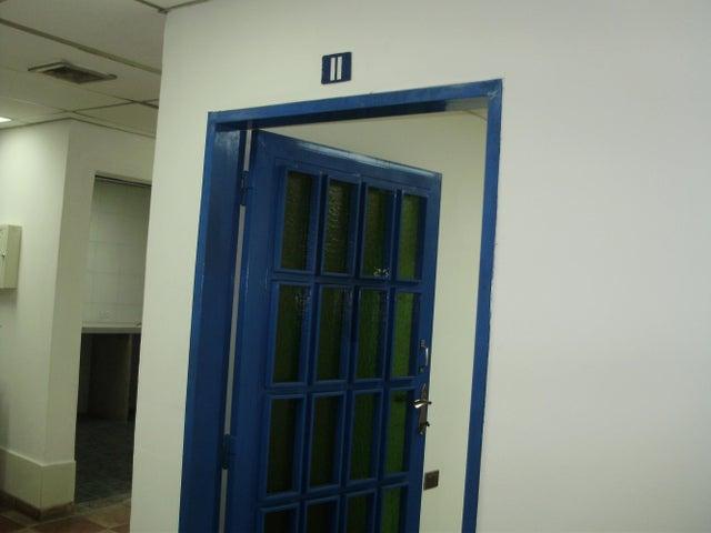 Oficina Miranda>Los Teques>Municipio Guaicaipuro - Venta:2.647.000.000 Precio Referencial - codigo: 15-6926