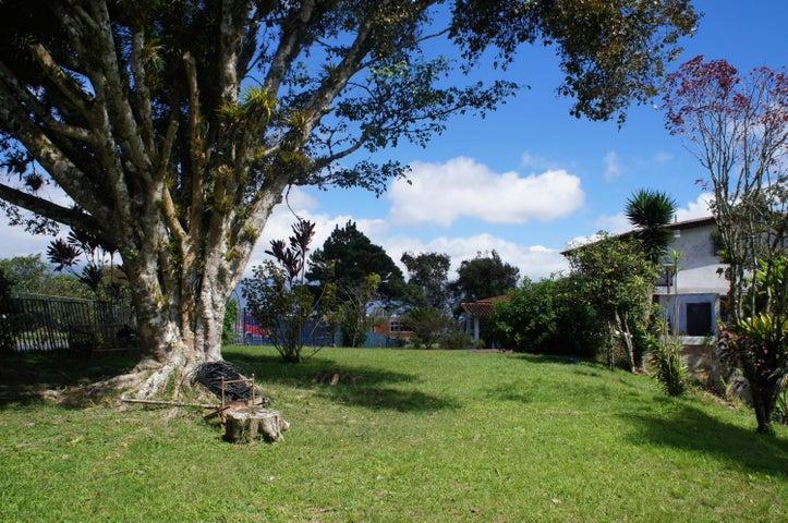 Terreno Distrito Metropolitano>Caracas>La Lagunita Country Club - Venta:94.538.000.000 Precio Referencial - codigo: 15-6947