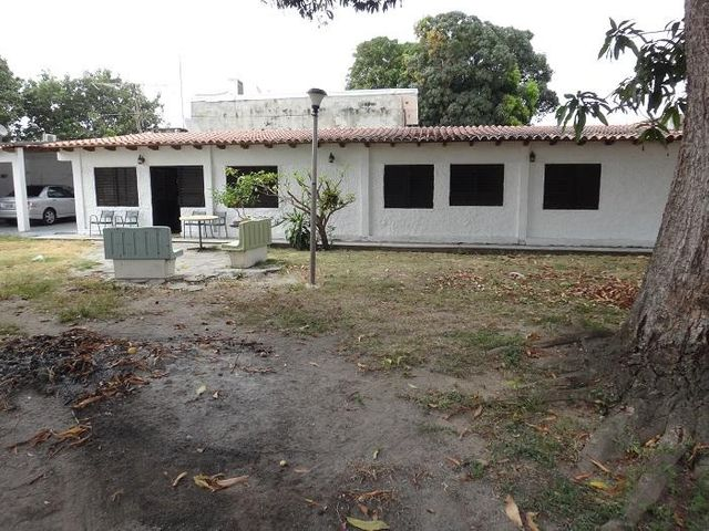 Casa Miranda>Higuerote>Ciudad Balneario Higuerote - Venta:15.000.000.000 Bolivares - codigo: 15-7035