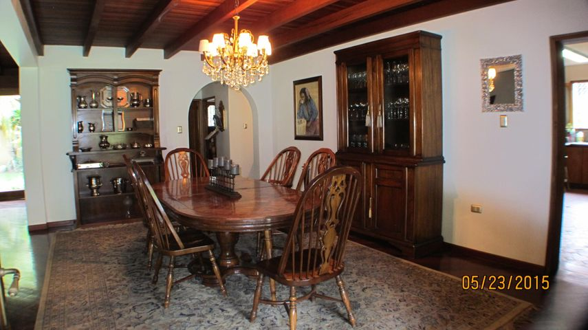 Casa Distrito Metropolitano>Caracas>Colinas del Tamanaco - Venta:184.581.000.000 Bolivares - codigo: 15-7137