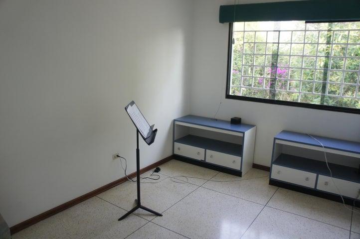 Casa Distrito Metropolitano>Caracas>La Trinidad - Venta:330.000.000 Bolivares - codigo: 15-7572