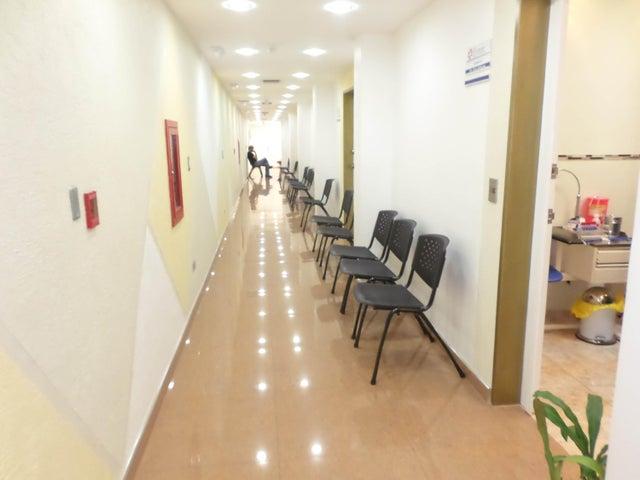 Negocios y Empresas Aragua>La Victoria>Centro - Venta:12.112.914.000.000 Bolivares - codigo: 15-7668