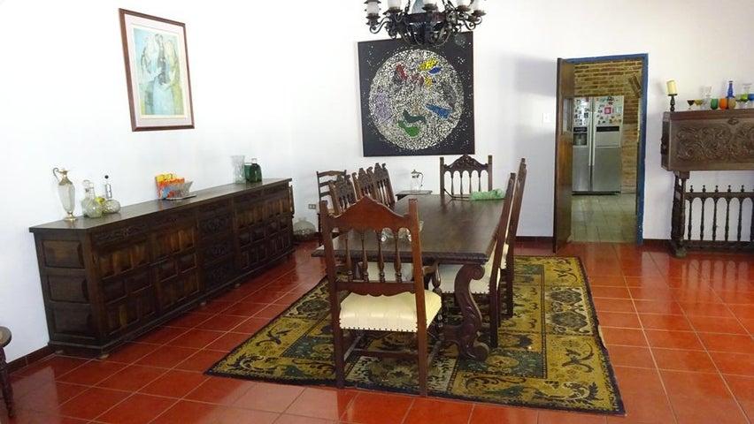 Casa Distrito Metropolitano>Caracas>Cumbres de Curumo - Venta:175.957.000.000 Bolivares Fuertes - codigo: 15-7735