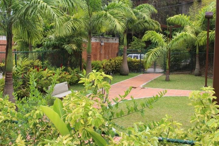 Townhouse Distrito Metropolitano>Caracas>El Hatillo - Venta:97.160.000.000 Bolivares - codigo: 15-7760