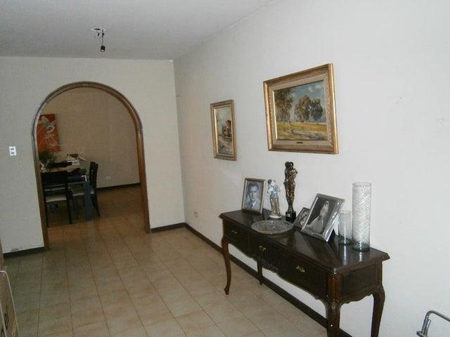 Casa Distrito Metropolitano>Caracas>El Marques - Venta:46.046.000.000 Bolivares - codigo: 15-7766