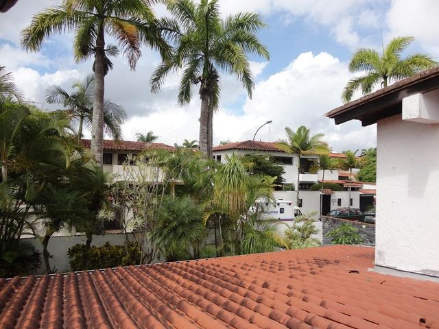 Casa Distrito Metropolitano>Caracas>Lomas de La Lagunita - Venta:69.282.000.000 Bolivares - codigo: 15-7788