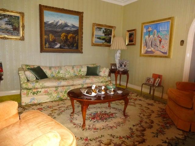 Casa Distrito Metropolitano>Caracas>La Lagunita Country Club - Venta:350.000 Precio Referencial - codigo: 15-7799