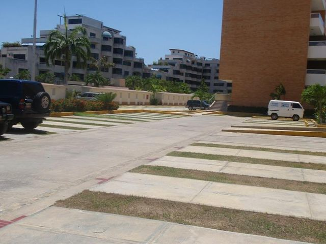 Apartamento Miranda>Higuerote>Agua Sal - Venta:111.819.000.000 Precio Referencial - codigo: 15-7802