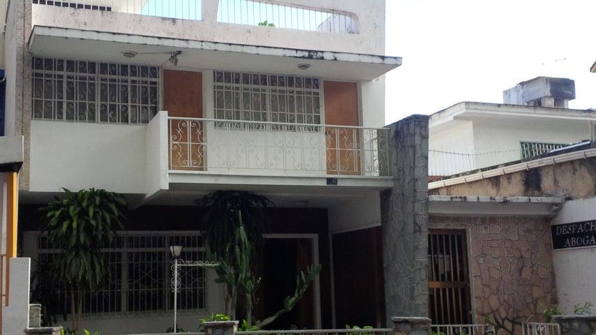 Casa Distrito Metropolitano>Caracas>La California Norte - Venta:35.250.000.000 Bolivares - codigo: 15-8885