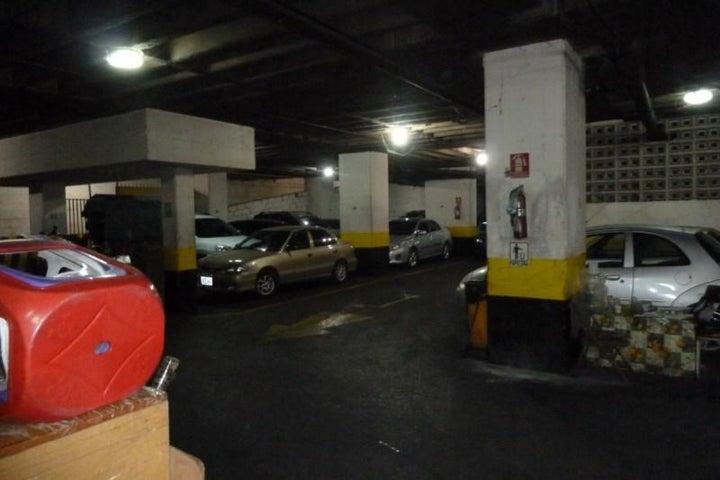 Local Comercial Distrito Metropolitano>Caracas>Parroquia La Candelaria - Venta:180.469.000.000 Bolivares - codigo: 15-7934