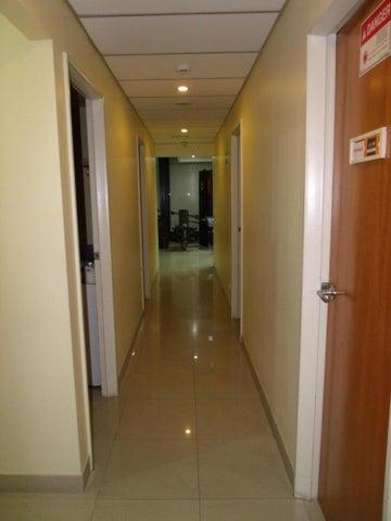 Negocios y Empresas Distrito Metropolitano>Caracas>Chacao - Venta:0 Bolivares - codigo: 15-8024