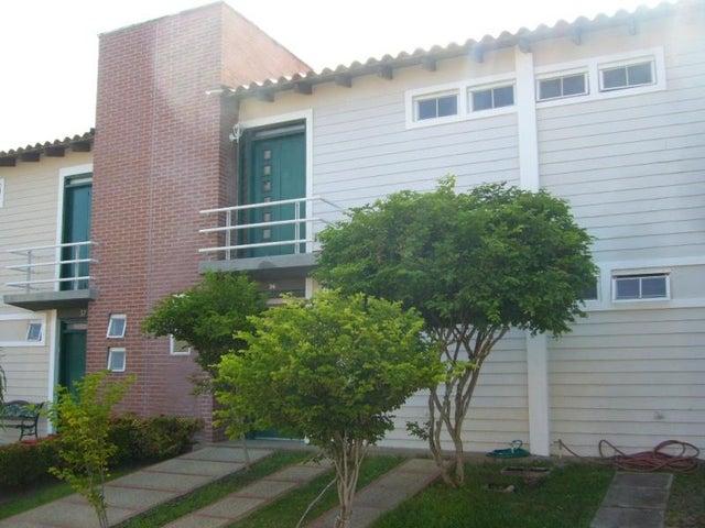 Townhouse Nueva Esparta>Margarita>El Valle - Venta:11.316.000.000 Bolivares - codigo: 15-8021