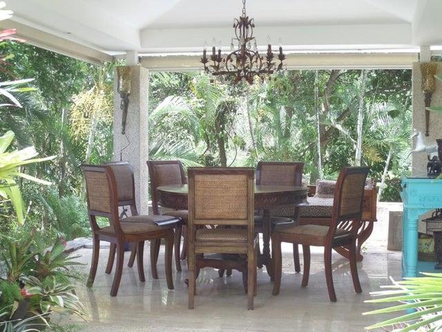 Casa Distrito Metropolitano>Caracas>Cerro Verde - Venta:203.686.000.000 Bolivares - codigo: 15-8169