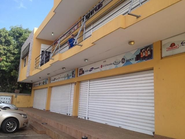 Edificio Zulia>Municipio San Francisco>Sierra Maestra - Venta:305.363.000.000 Precio Referencial - codigo: 15-8175