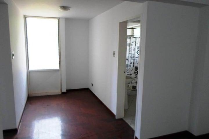 Apartamento Distrito Metropolitano>Caracas>Colinas de Bello Monte - Venta:48.348.000.000 Bolivares Fuertes - codigo: 15-8261