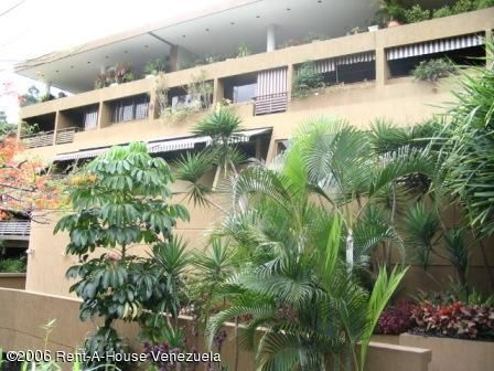 Apartamento Distrito Metropolitano>Caracas>Santa Rosa de Lima - Venta:302.522.000.000 Precio Referencial - codigo: 15-8302