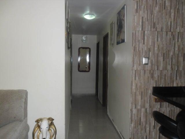 Apartamento Carabobo>Municipio Los Guayos>Paraparal - Venta:115.000.000 Bolivares Fuertes - codigo: 15-8357