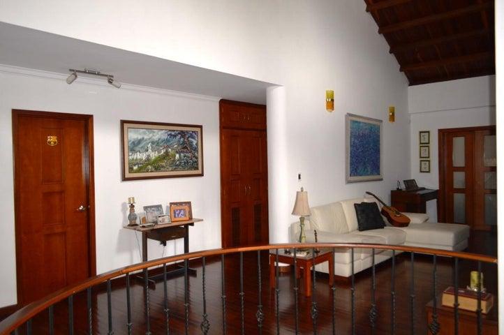 Casa Carabobo>Valencia>Guataparo - Venta:40.000.000.000 Bolivares - codigo: 15-8442