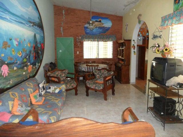 Casa Miranda>Higuerote>Higuerote - Venta:40.000.000 Bolivares - codigo: 15-8557