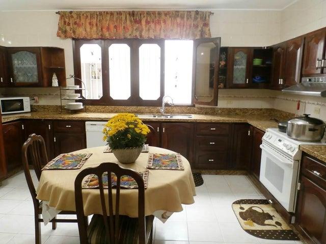 Casa Distrito Metropolitano>Caracas>Lomas de La Lagunita - Venta:342.006.000.000 Precio Referencial - codigo: 15-10670