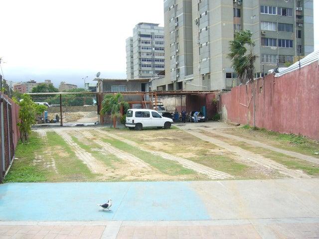 Terreno Nueva Esparta>Margarita>Avenida 4 de Mayo - Venta:79.211.000.000 Bolivares - codigo: 15-8650