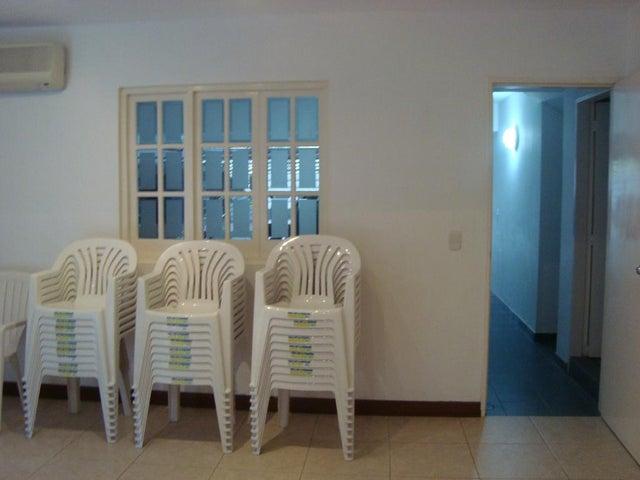 Townhouse Distrito Metropolitano>Caracas>La Boyera - Venta:395.706.000.000 Precio Referencial - codigo: 15-8694