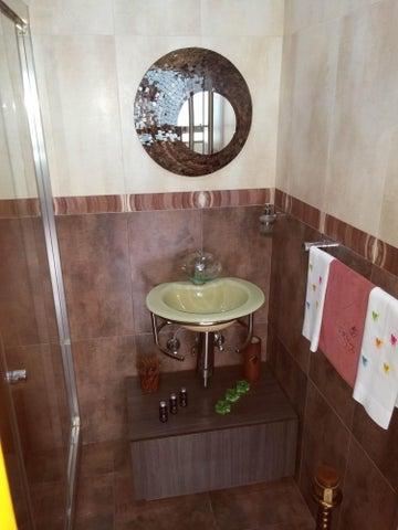 Apartamento Distrito Metropolitano>Caracas>Las Esmeraldas - Venta:49.614.000.000 Bolivares Fuertes - codigo: 15-9037