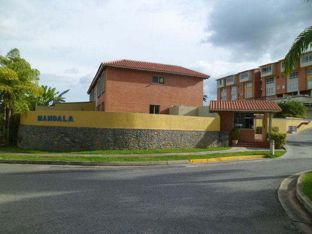Townhouse Distrito Metropolitano>Caracas>Loma Linda - Venta:180.000 US Dollar - codigo: 15-8813