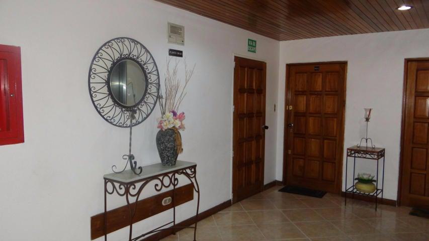 Apartamento Distrito Metropolitano>Caracas>El Cigarral - Venta:31.684.000.000 Bolivares Fuertes - codigo: 15-8821
