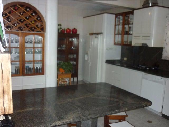 Casa Distrito Metropolitano>Caracas>La Floresta - Venta:141.002.000.000 Bolivares - codigo: 15-8904