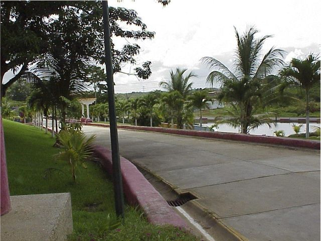 Terreno Miranda>Tacarigua>Tacarigua - Venta:3.544.000.000 Precio Referencial - codigo: 15-8992