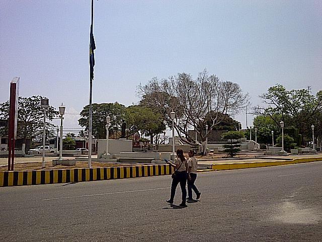 Oficina Zulia>Santa Rita>Via Principal - Alquiler:12.000.000 Bolivares - codigo: 15-6288