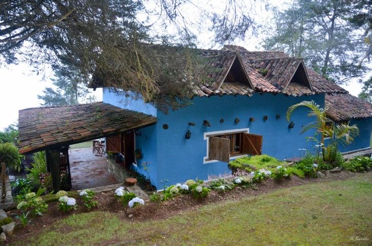 Casa Miranda>Los Teques>El Jarillo - Venta:70.501.000.000 Bolivares - codigo: 15-9248