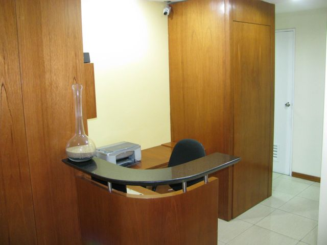 Local Comercial Distrito Metropolitano>Caracas>Chuao - Venta:287.935.000.000 Precio Referencial - codigo: 15-9409