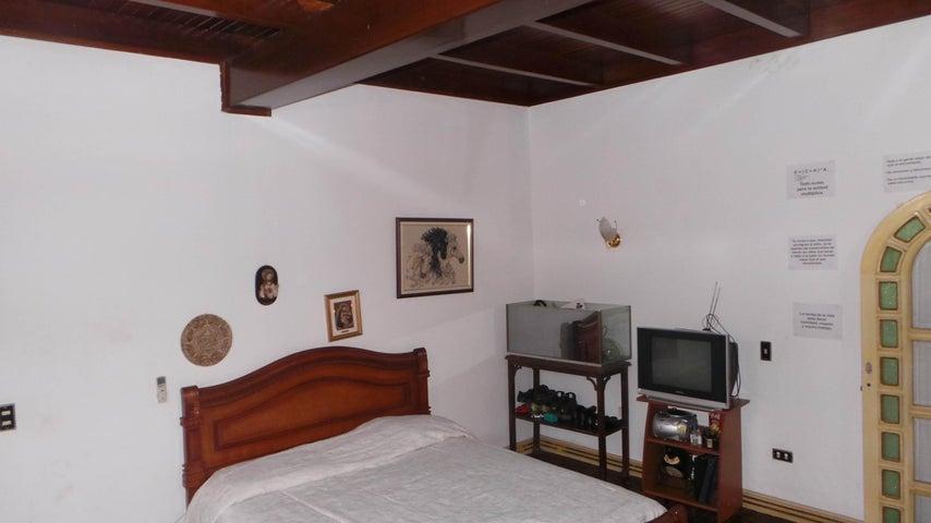 Local Comercial Distrito Metropolitano>Caracas>Vista Alegre - Venta:300.267.000.000 Precio Referencial - codigo: 15-9429